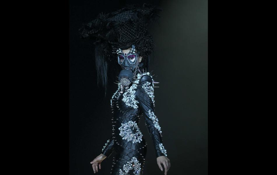 She Guang Hu, bejewel, bondage, fashion, winter