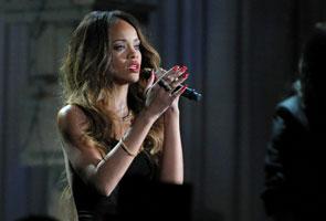Rihanna diejek paparazi di karpet merah