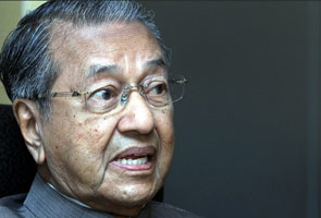 'Saya tegur sebab Najib banyak buat silap' - Tun M