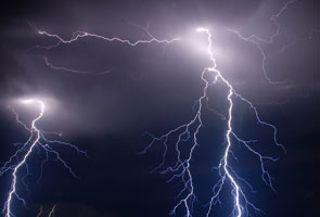 32 dead in India lightning strikes