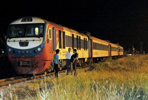 Kereta pelancong Hong Kong dirempuh kereta api di Kota Kinabalu