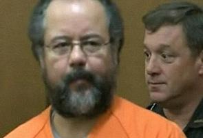Castro mengaku bersalah tuduhan merogol