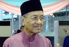 Dr Mahathir pertahan Kassim Ahmad, sindir pihak buat laporan polis