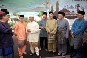 Muhyiddin rai warga wartawan di majlis Iftar
