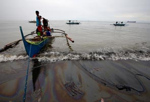 Philippine oil spill turns Manila Bay red