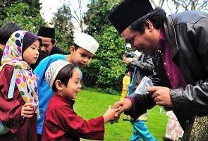 Aidilfitri: Kerajaan beri bantuan kewangan RM500, Selangor beri bonus sebulan