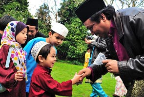 Rakyat Malaysia, Indonesia dan Singapura sambut Aidilfitri esok