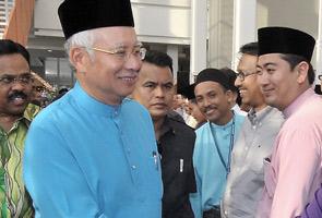 Najib umum bantuan RM500 kepada keluarga mangsa banjir