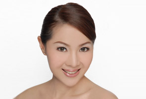Ratu cantik Malaysia Carol Lee dinobatkan Mrs Universe 2013