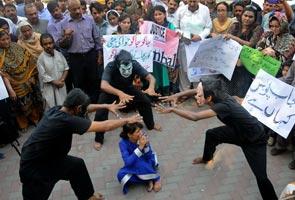Tunjuk perasaan bantah kejadian rogol kanak-kanak 5 tahun di Pakistan