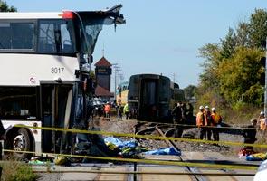 Enam maut akibat bas tembung kereta api