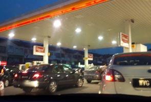 Harga petrol, diesel naik 10 sen mulai tengah malam ini