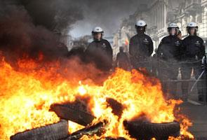 Anggota bomba mengadakan protes marah kerajaan Belgium