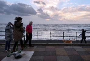 Penduduk UK siap sedia hadapi ancaman taufan terburuk