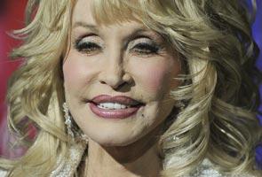 Dolly Parton terlibat dalam nahas jalan raya