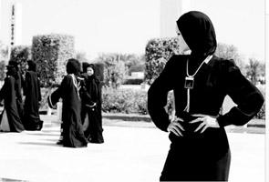 Rihanna dihalau keluar dari Masjid Sheikh Zayed walaupun berhijab