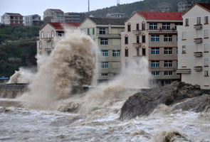 Typhoon Fitow slams into China