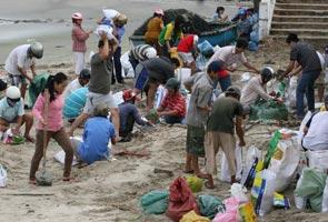 Haiyan typhoon: 600,000 evacuated as it nears Vietnam