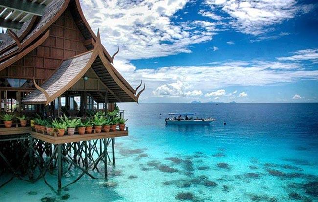 Salah sebuah resort di Pulau Mabul