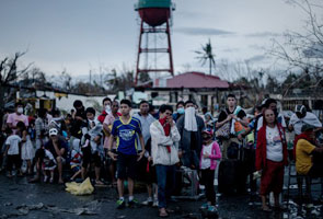 Mangsa taufan Haiyan tunggu penerbangan ehsan
