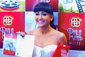Piala Maya 2013 angkat Julia Perez Pelakon Wanita Terpilih