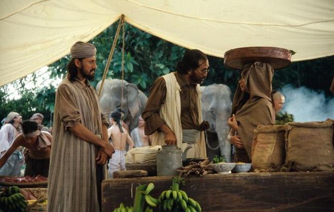 Antara adegan dalam filem Hanyut arahan U-Wei Haji Saari