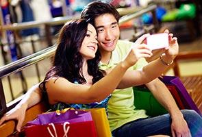 'Selfie' addiction brings negative impact