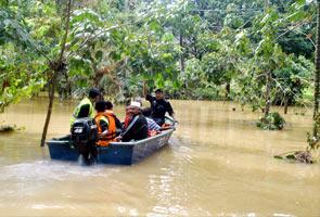 Jambatan menghubungkan Gua Musang dan Jeli runtuh