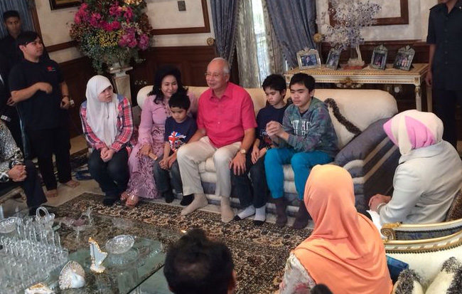 AishahAzizul Raheem, Ammar, Adam and Arif with Najib