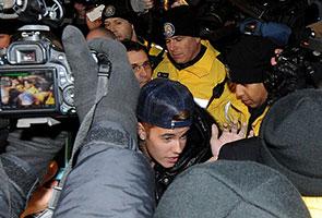 Pesawat peribadi Justin Bieber diserbu polis