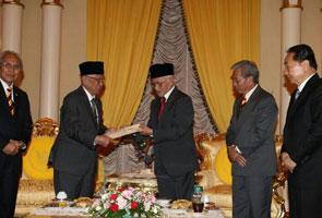 Abdul Taib sah letak jawatan, Adenan Satem Ketua Menteri ke-5