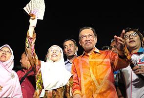 Kenapa Anwar tanding lawan Wan Azizah?