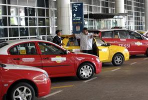 Kelonggaran penguatkuasaan punca banyak ulat teksi di klia2 - Rusli