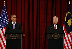 Najib laughs with Obama as he fumbles over word 'proliferation'