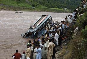 Trak terjunam ke dalam gaung akibatkan 16 maut, 49 cedera