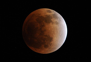 Dua fenomena angkasa malam ini selain gerhana bulan berdarah