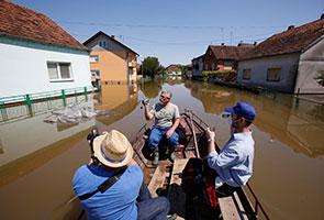 Dua kubur besar muncul selepas banjir besar di Bosnia
