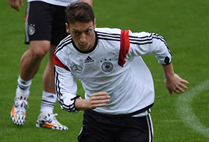 MESUT OZIL ADMITS TO NOT FASTING THIS RAMADAN