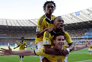 COLOMBIA DEFEATS GREECE 3-0
