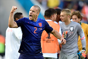 NETHERLANDS HANGS ON TO BEAT AUSTRALIA, 3-2