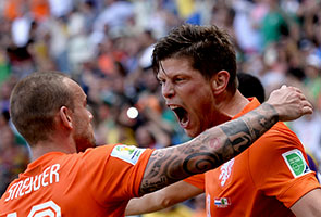 NETHERLANDS SINK MEXICO 2-1, MOVING INTO QUATER-FINALS