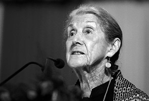 South Africa's Nobel-winning novelist Nadine Gordimer dies