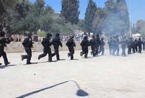 110 cedera,12 ditahan dalam pertempuran di perkarangan Masjid Al-Aqsa