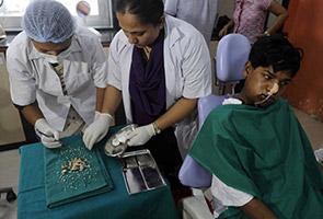 Doktor keluarkan 232 batang gigi dari mulut seorang remaja