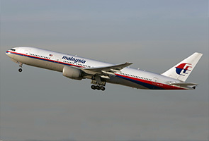 Perak government contributes cash to MH17 victim's family