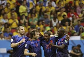 BELANDA TUNDUKKAN BRAZIL 3-0