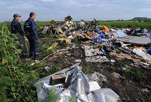 MH17: Mayat mangsa dipindahkan, dunia gesa siasatan terperinci