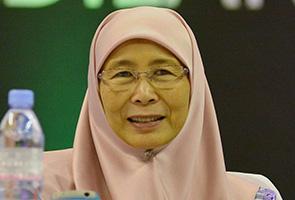 PKR masih kaji permohonan pengampunan Diraja buat Anwar - Wan Azizah