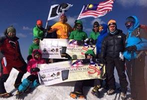 Pendaki Malaysia kibar Jalur Gemilang di Puncak Gunung Ararat Turki