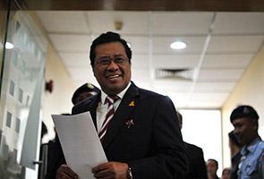 Abdul Khalid pecat exco PKR, DAP